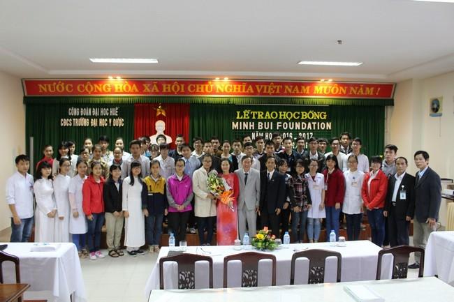 Công đoàn cơ sở Trường Đại học Y Dược Huế tổ chức lễ trao học bổng Minh Bui Foundation Năm học 2016-2017