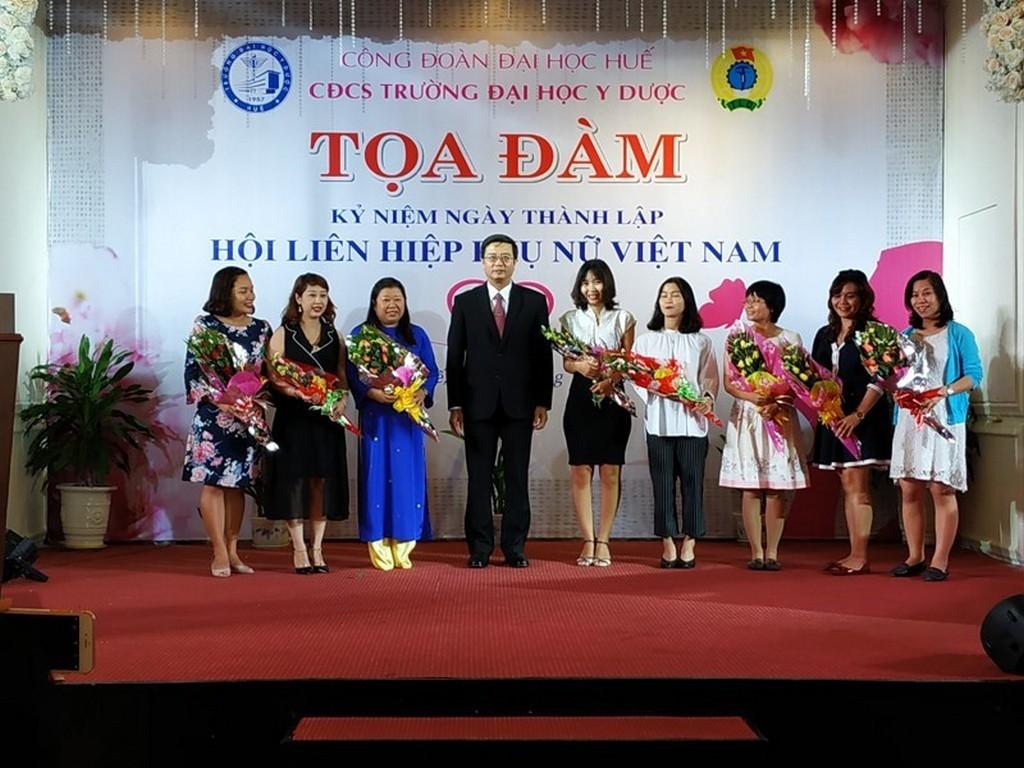 Công đoàn Trường Đại học Y Dược Huế tổ chức Tọa đàm kỷ niệm 88 năm ngày thành lập Hội Liên hiệp Phụ nữ Việt Nam 20.10