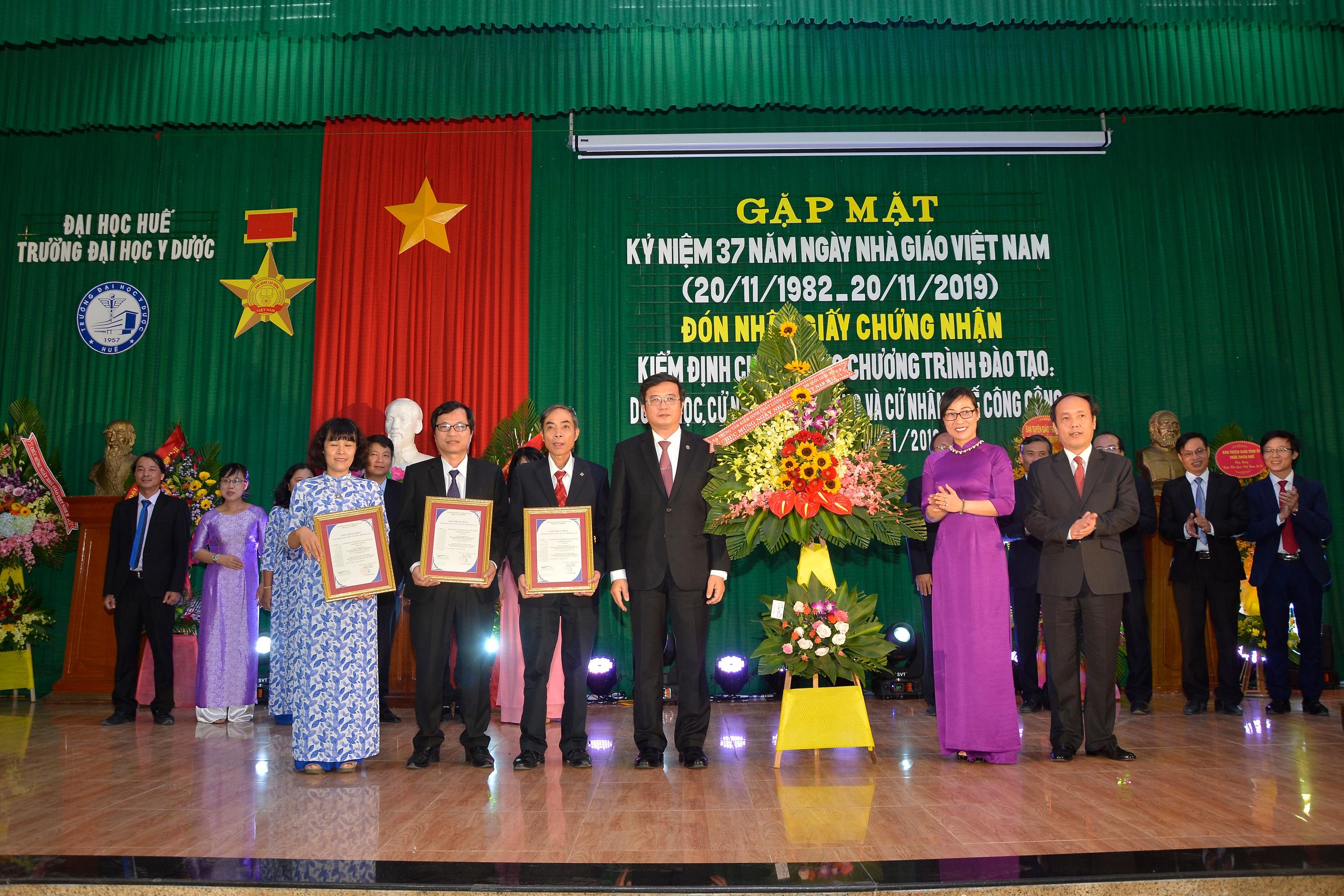 Gặp mặt kỷ niệm 37 năm ngày nhà giáo Việt Nam 20-11