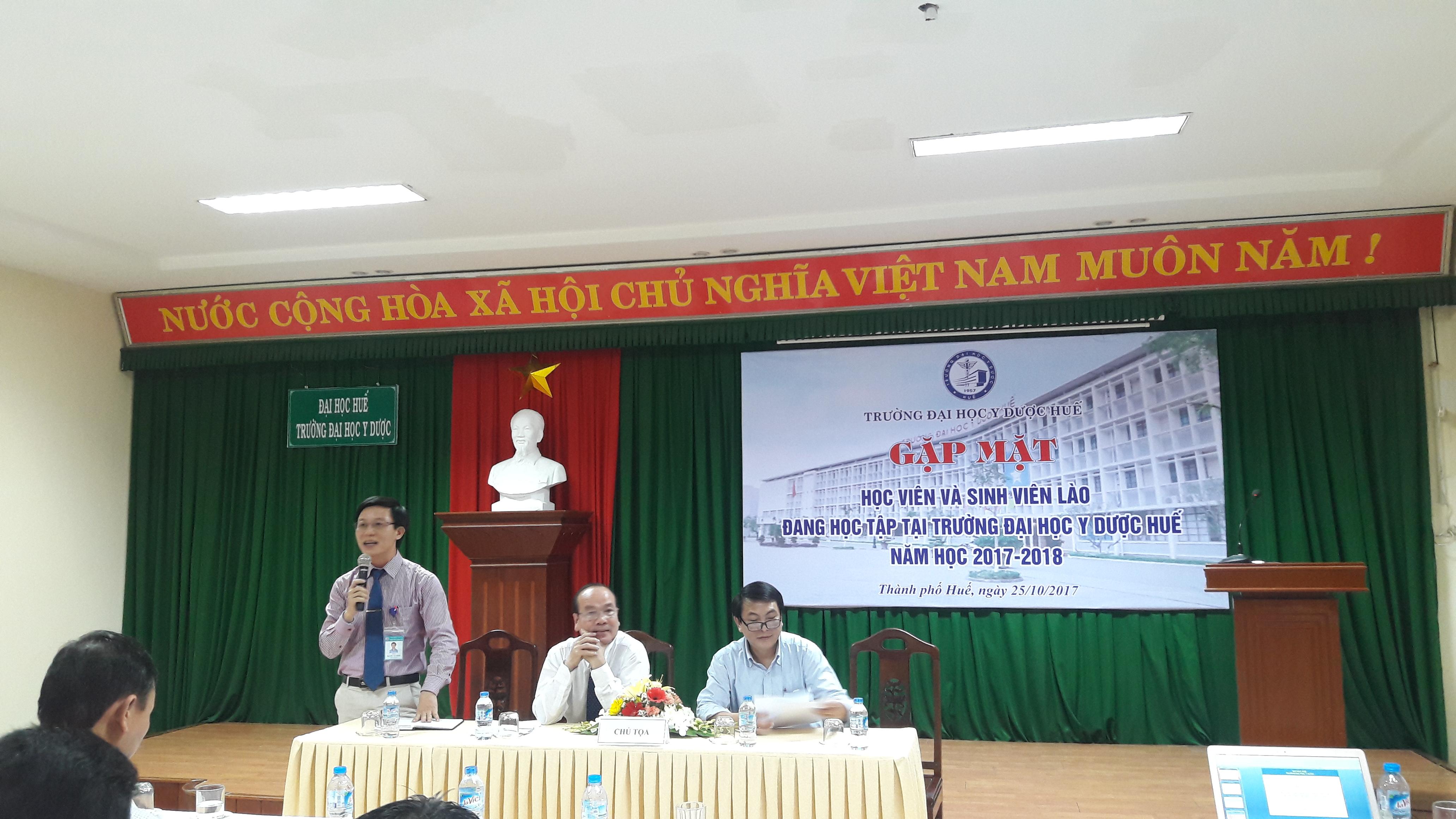 Gặp mặt các bạn lưu học viên và sinh viên Lào đang học tập tại Trường Đại học Y Dược Huế