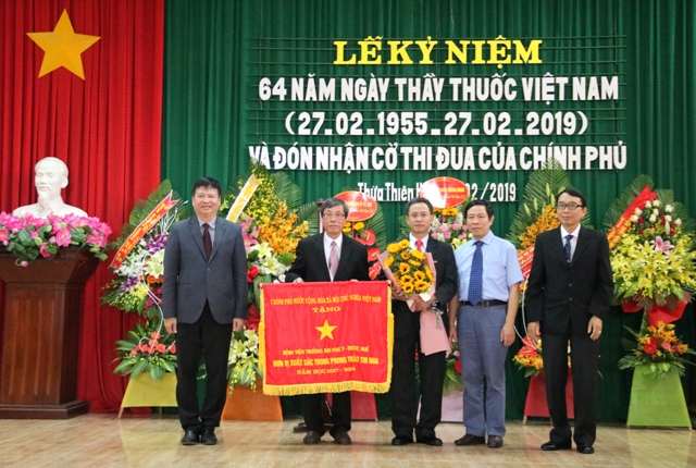 Lễ kỷ niệm 64 năm ngày Thầy thuốc Việt Nam và đón nhận Cờ Thi đua của Chính phủ