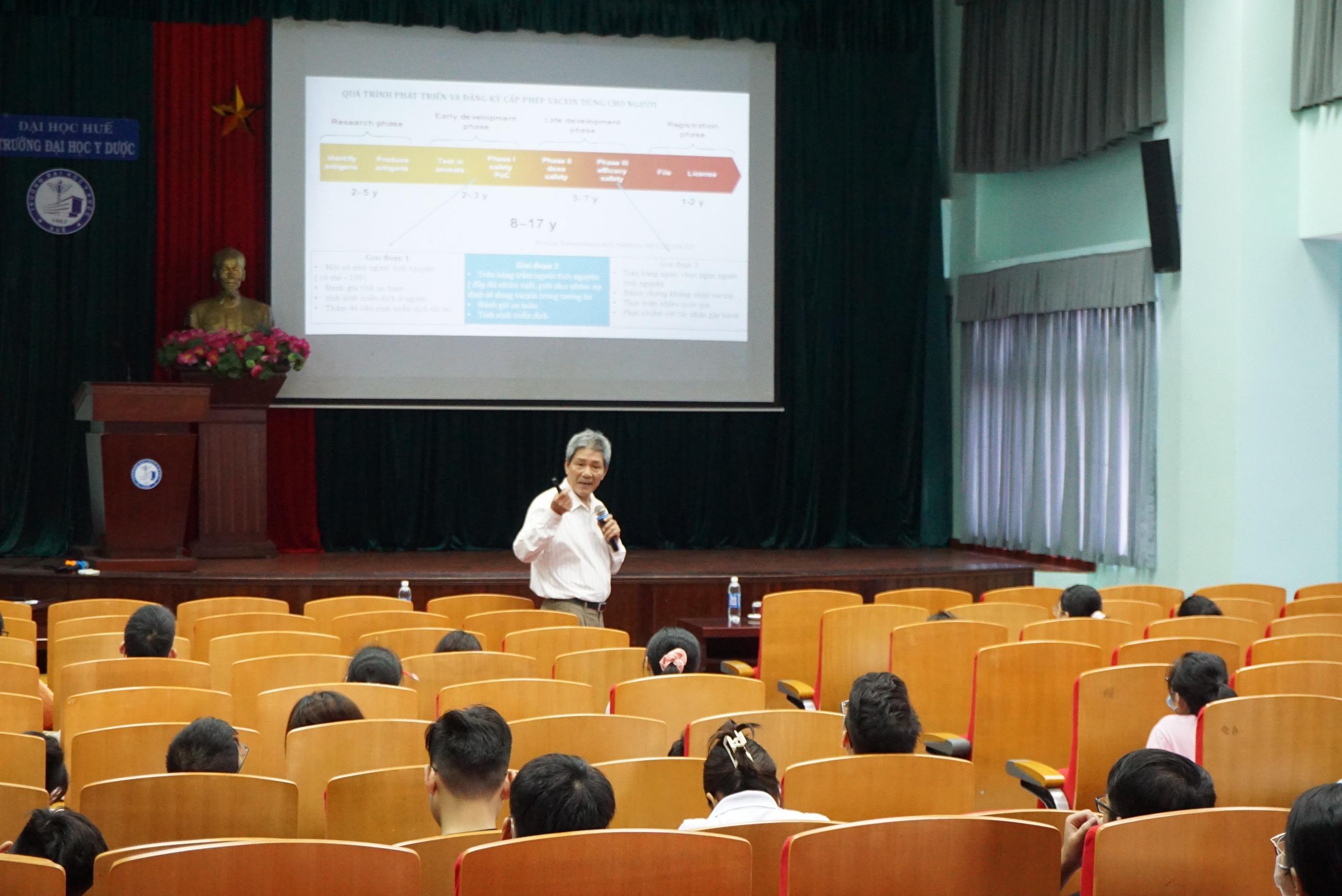 Tập huấn kiến thức cơ bản về phòng chống dịch bệnh COVID-19 cho sinh viên tốt nghiệp năm 2021