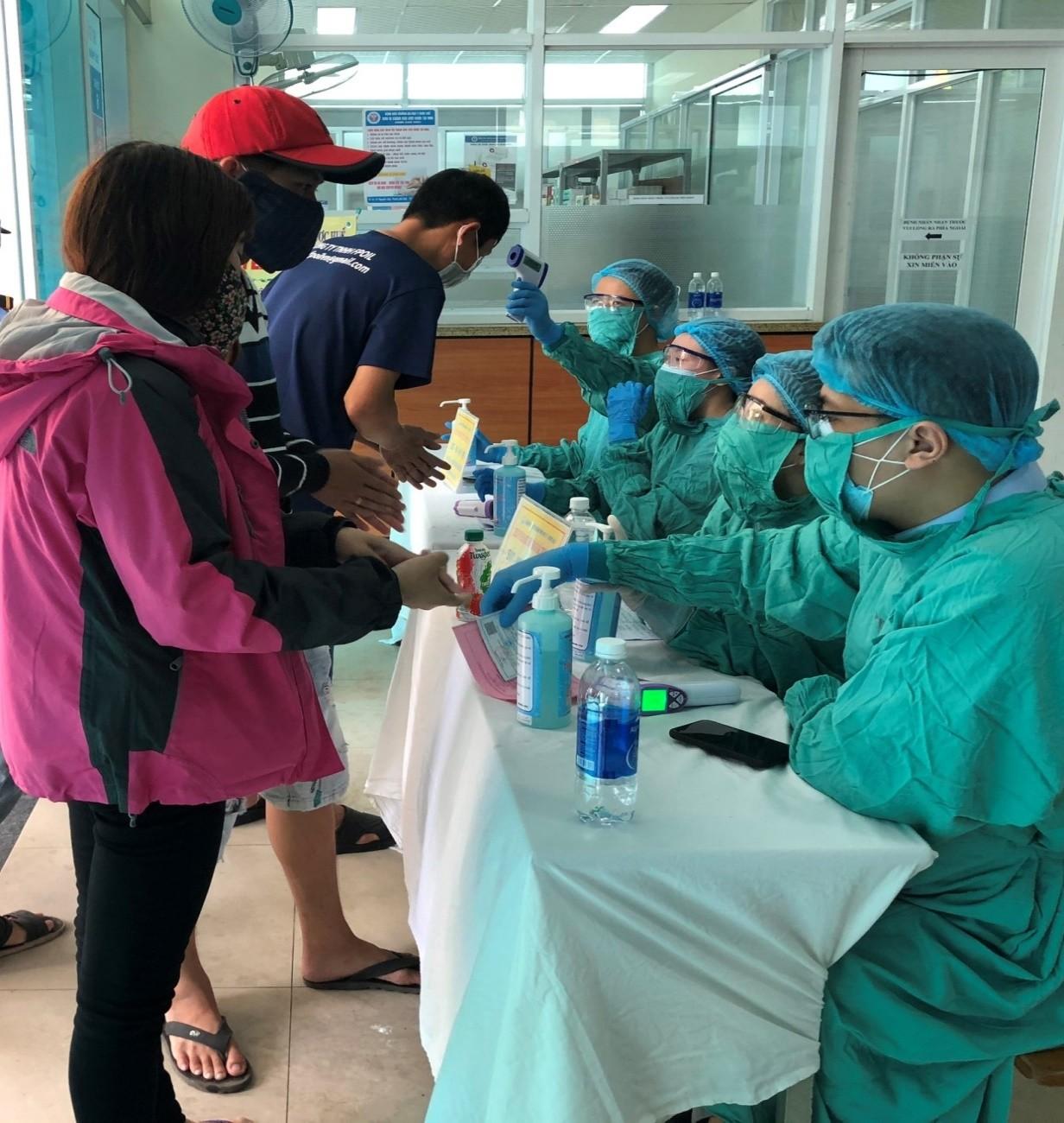 Bệnh viện Trường Đại học Y Dược Huế đẩy mạnh các biện pháp phòng, chống dịch bệnh viêm phổi cấp COVID-19