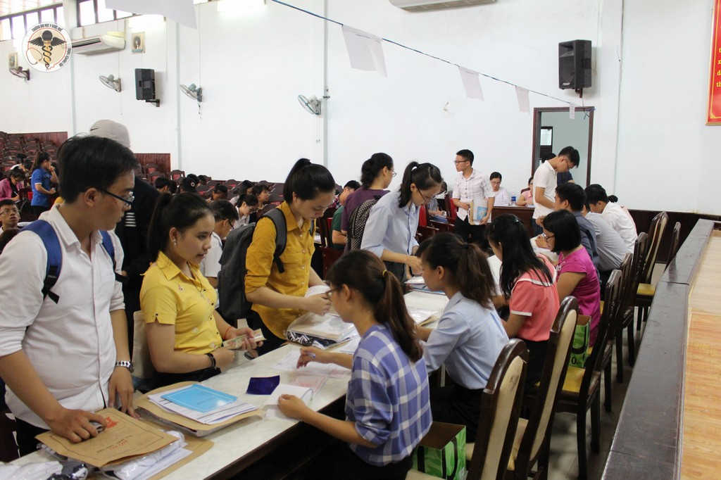 Chào đón tân sinh viên hệ chính quy nhập học năm học 2017-2018