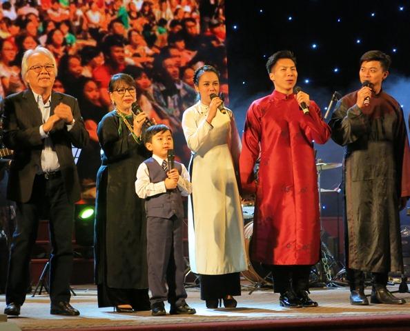 Trường Đại học Y Dược Huế phối hợp tổ chức chương trình ca nhạc Đêm hành hương.
