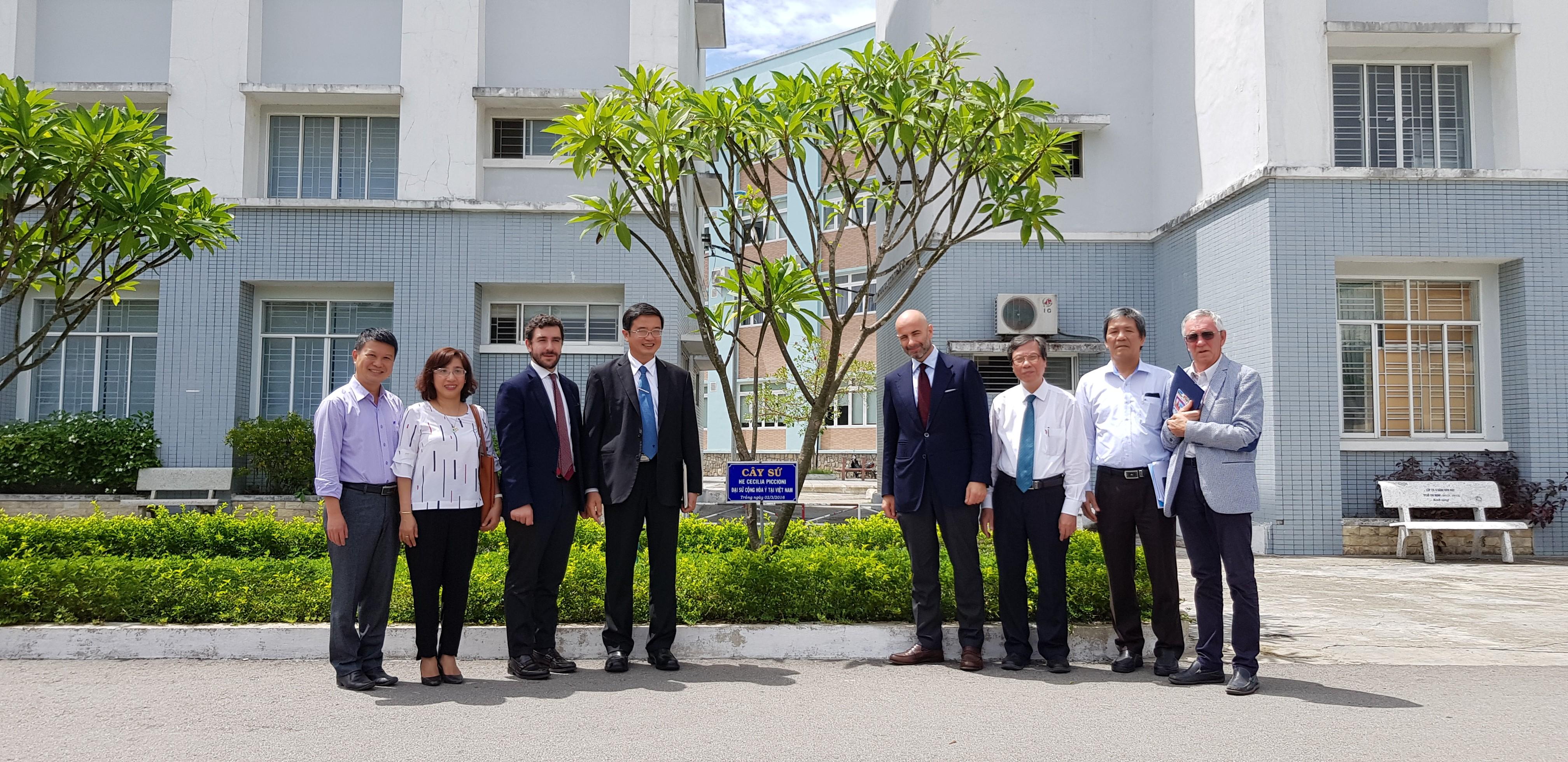 Đoàn Đại sứ Ý tại Việt Nam và Tổng lãnh sự Ý tại TP. Hồ Chí Minh đến thăm và làm việc tại Trường