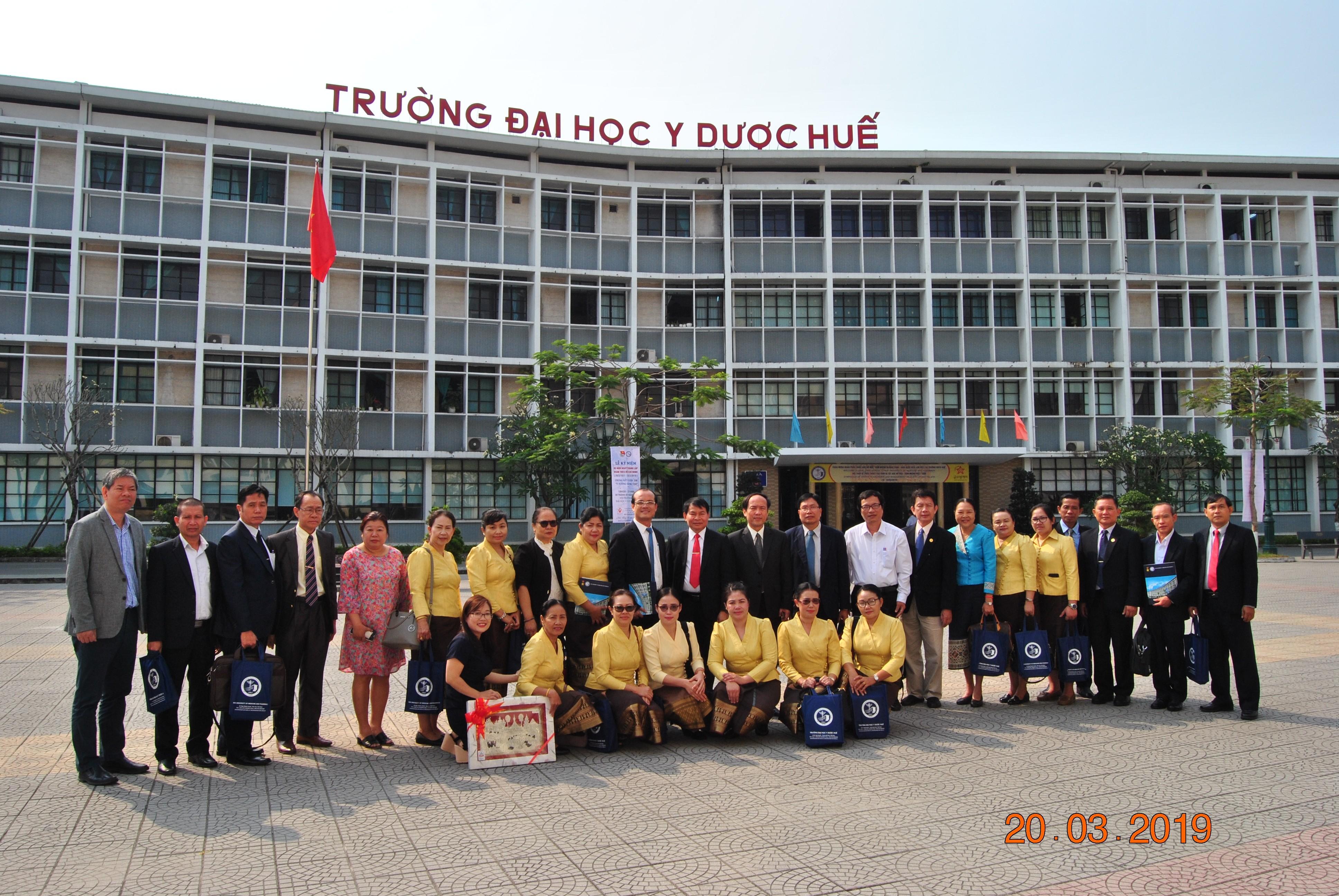 Đoàn Đại học Khoa học sức khoẻ Lào đến thăm và làm việc tại Trường