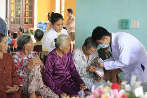 Description: Tư vấn sức khỏe và cấp phát thuốc miễn phí cho bà con đến khám