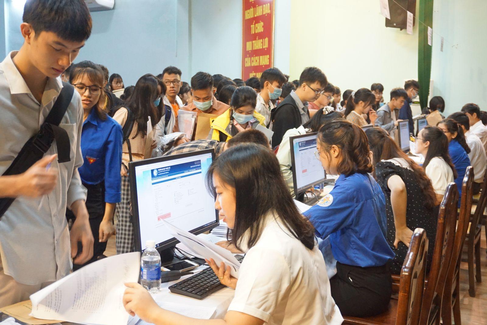 Chào đón tân sinh viên hệ chính quy trúng tuyển nhập học năm học 2020-2021