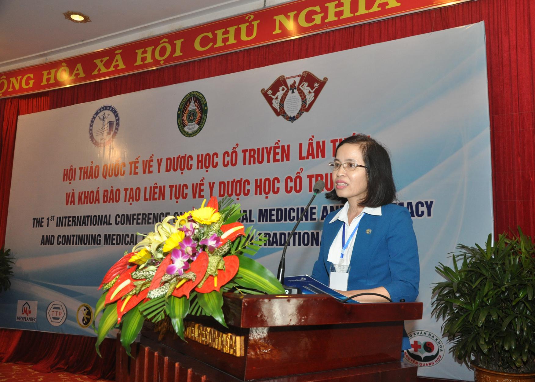PGS. TS. Nguyễn Thị Tân, Trưởng Khoa Y học cổ truyền - Trường ĐH Y Dược Huế, phát biểu chào mừng tại Hội thảo