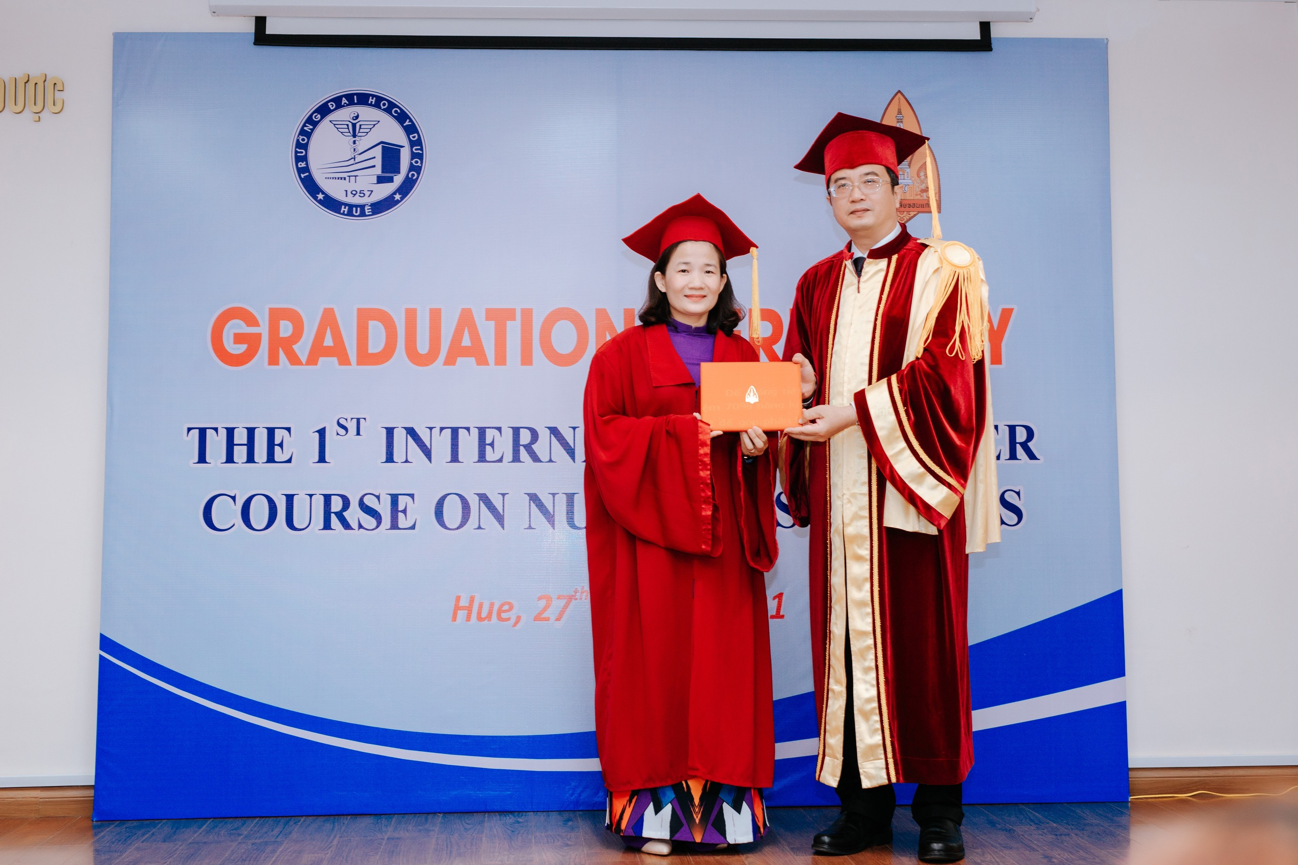 Trao bằng tốt nghiệp cho 10 học viên Thạc sĩ Điều dưỡng liên kết với Đại học Khon Kaen, Thái Lan