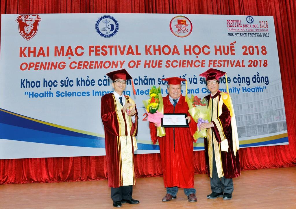"""Khai mạc Festival khoa học Huế 2018 """"Khoa học sức khỏe cải thiện chăm sóc y tế và sức khỏe cộng đồng"""""""