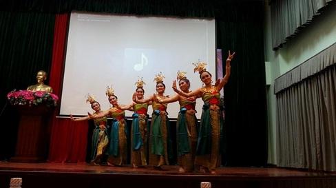 Chương trình giao lưu sinh viên khoa YTCC ĐH Y Dược Huế và sinh viên ĐH Khon Kaen Thái Lan năm 2014