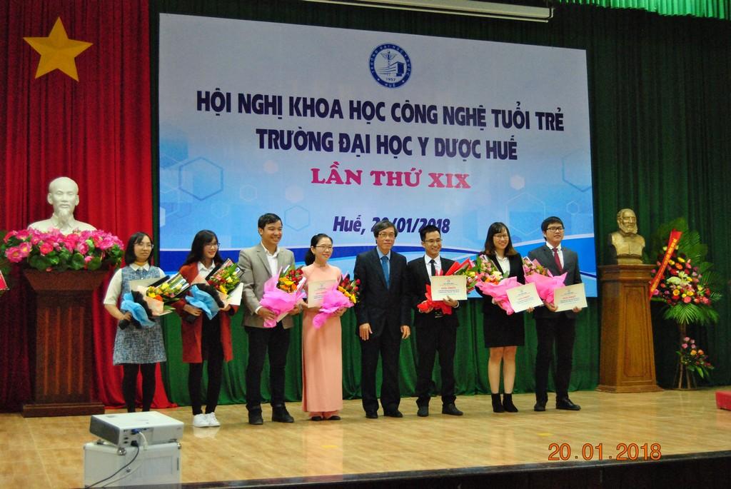 62 đề tài tham gia Hội nghị Khoa học công nghệ tuổi trẻ Trường đại học Y Dược Huế lần XIX.