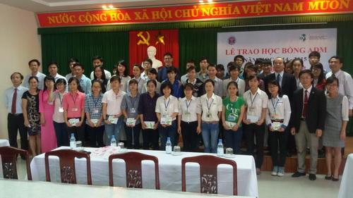 Trường Đại học Y Dược Huế đã tổ chức Lễ trao học bổng ADM