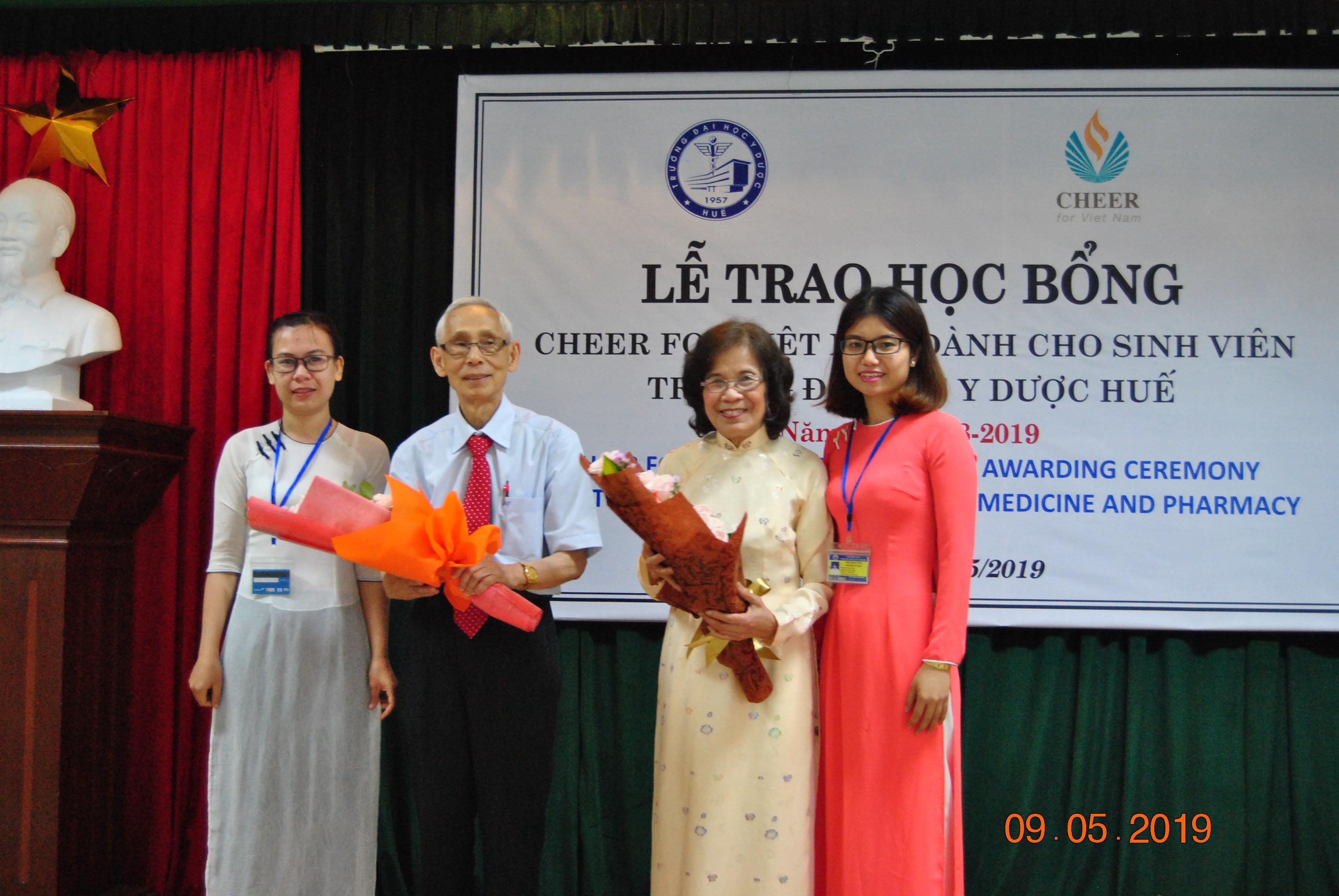 83 suất học bổng Cheer for Vietnam được trao cho sinh viên và học viên sau đại học