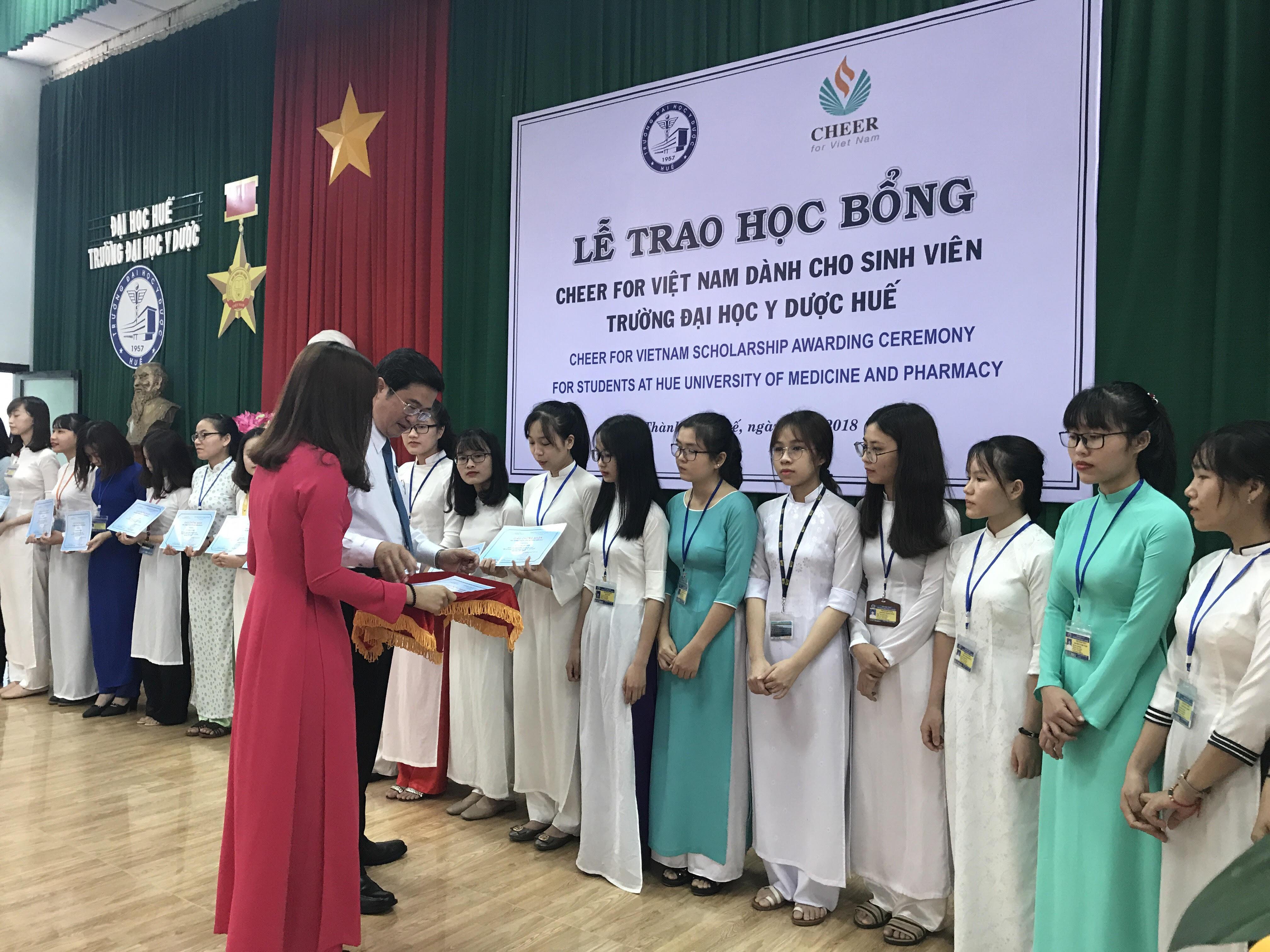 Lễ trao học bổng Cheers for Việt Nam cho sinh viên Y và Điều dưỡng