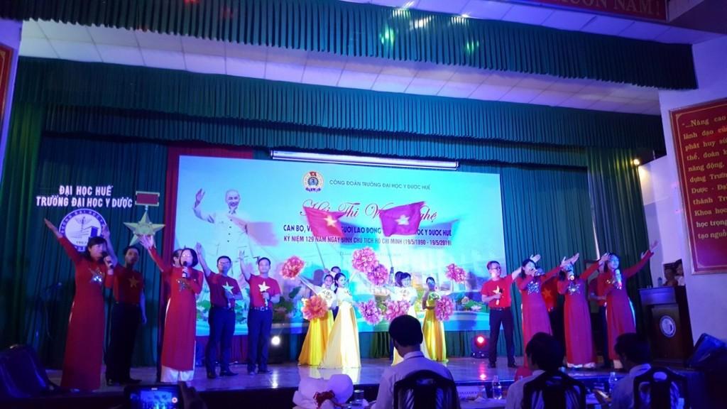 Công đoàn Trường Đại học Y Dược Huế tổ chức hội thi văn nghệ  chào mừng kỷ niệm 129 năm ngày sinh Chủ tịch Hồ Chí Minh