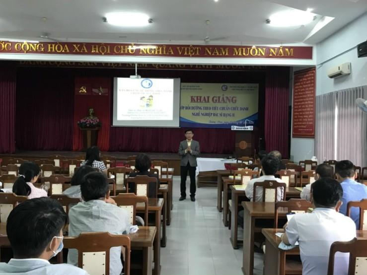Khai giảng Lớp bồi dưỡng theo tiêu chuẩn  chức danh nghề nghiệp bác sĩ chính (hạng II)  tại Bệnh viện đa khoa Quảng Nam