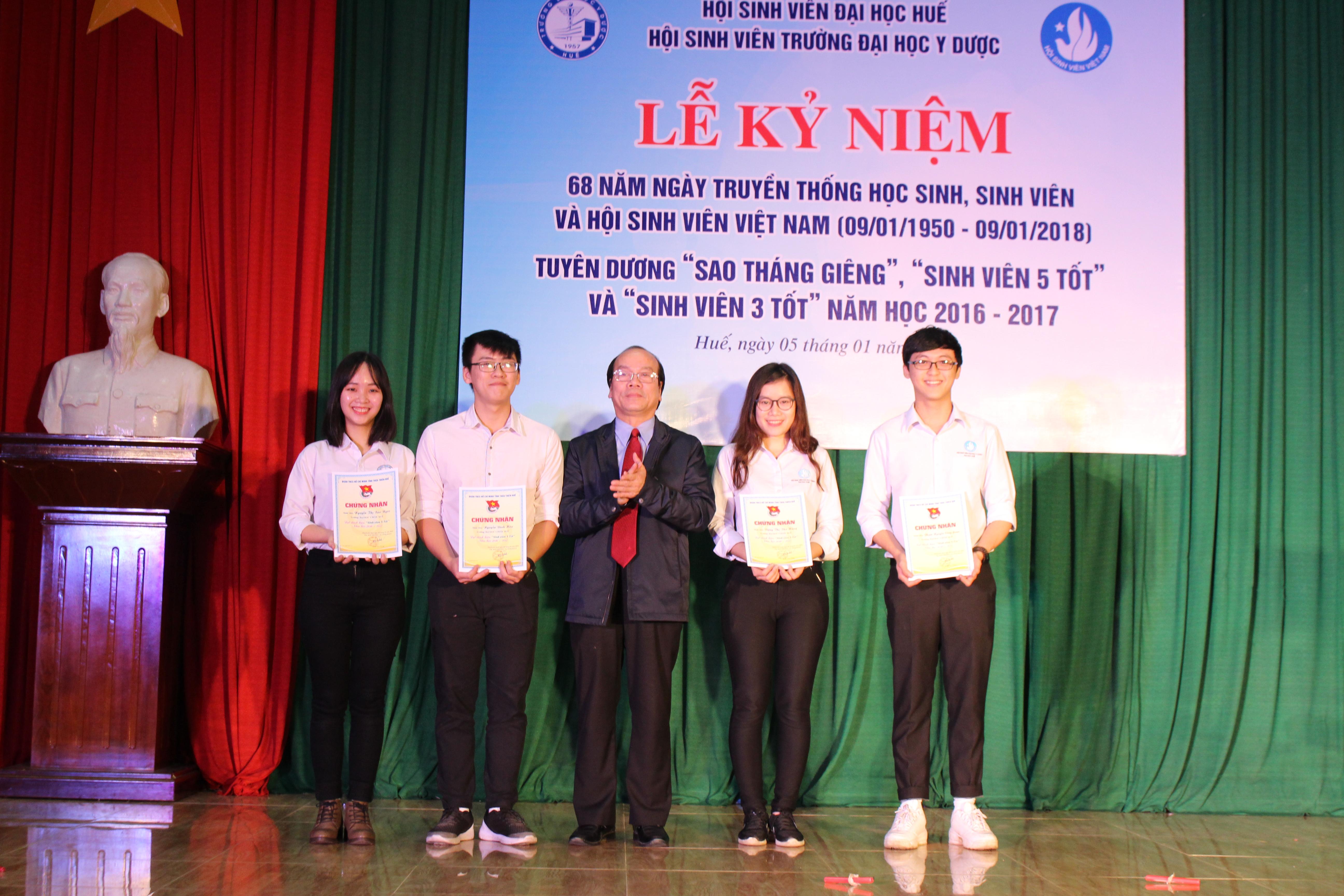 Lễ kỷ niệm ngày truyền thống học sinh, sinh viên và tuyên dương Giải thưởng Sao tháng giêng, Sinh viên 5 tốt.