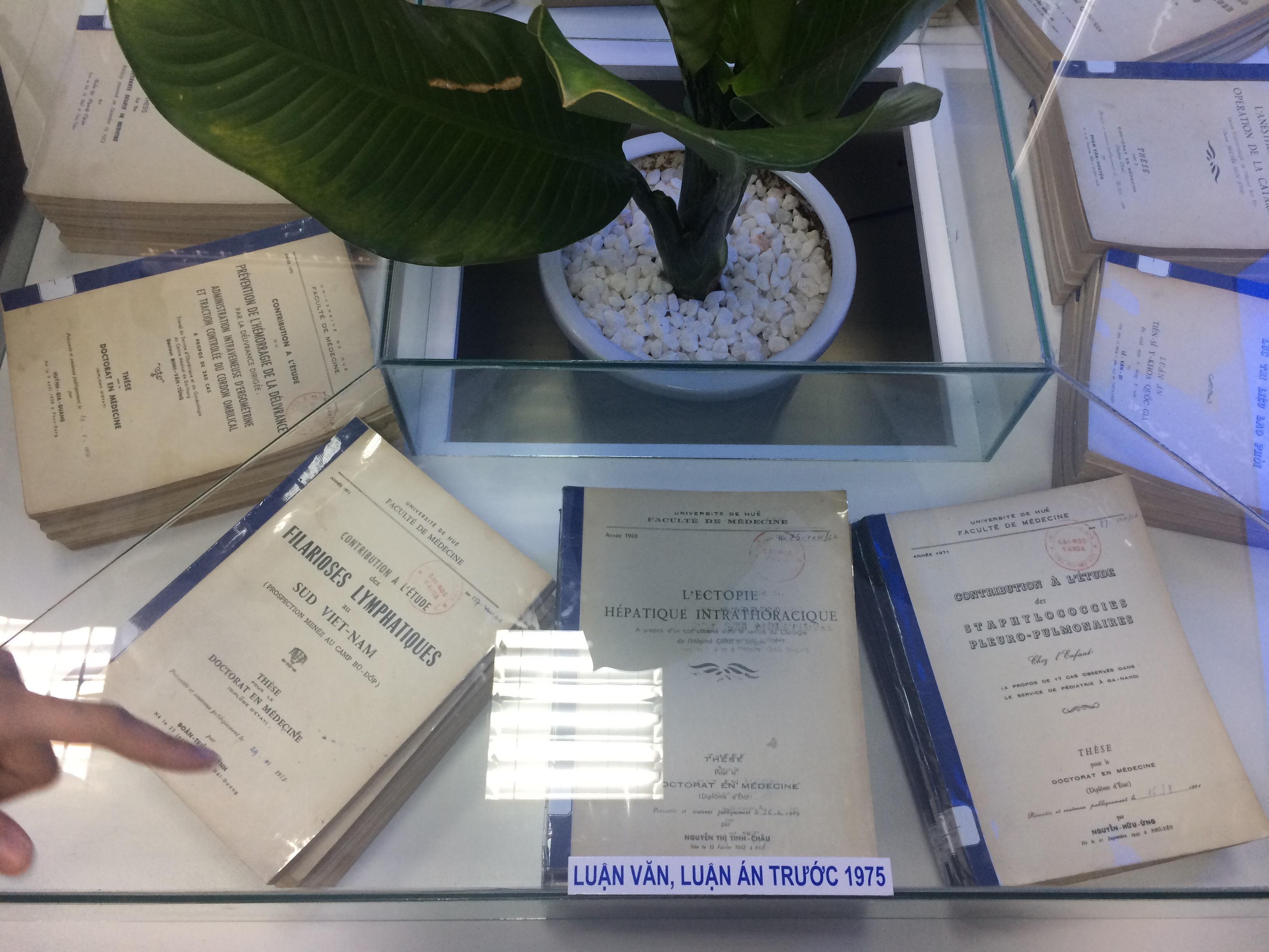 Triển lãm sách, luận văn, luận án và Tạp chí Y Dược học chào mừng kỷ niệm 60 năm thành lập Trường Đại học Y Dược Huế