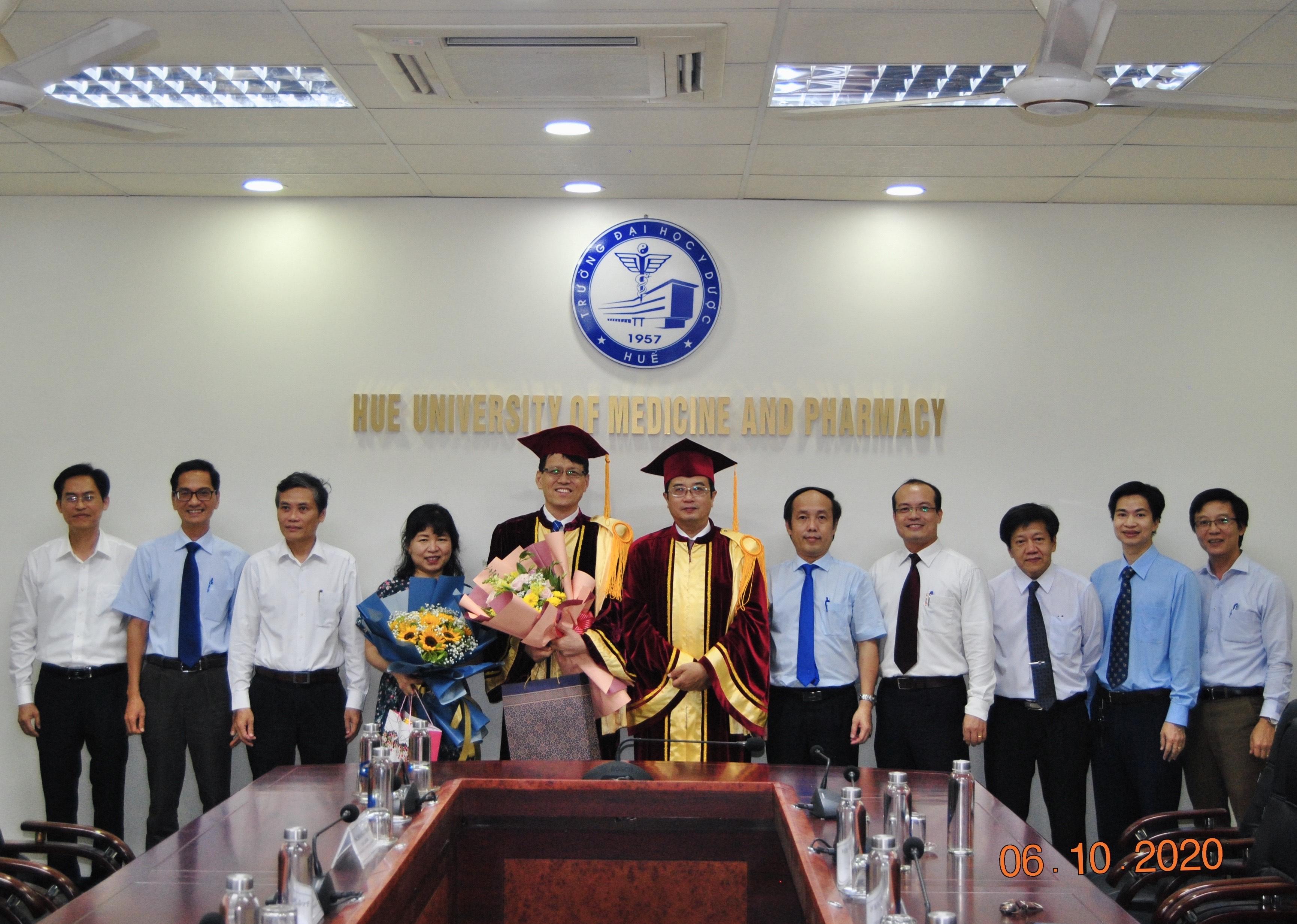 Trao chức danh Giáo sư thỉnh giảng cho BS. Chung Kyu Sung, Bệnh viện Mirae Hankook, Hàn Quốc
