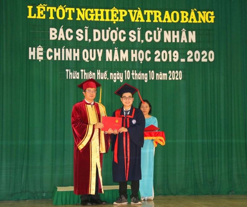 Lễ tốt nghiệp và trao bằng Bác sĩ, Dược sĩ, Cử nhân hệ chính quy năm học 2019-2020.