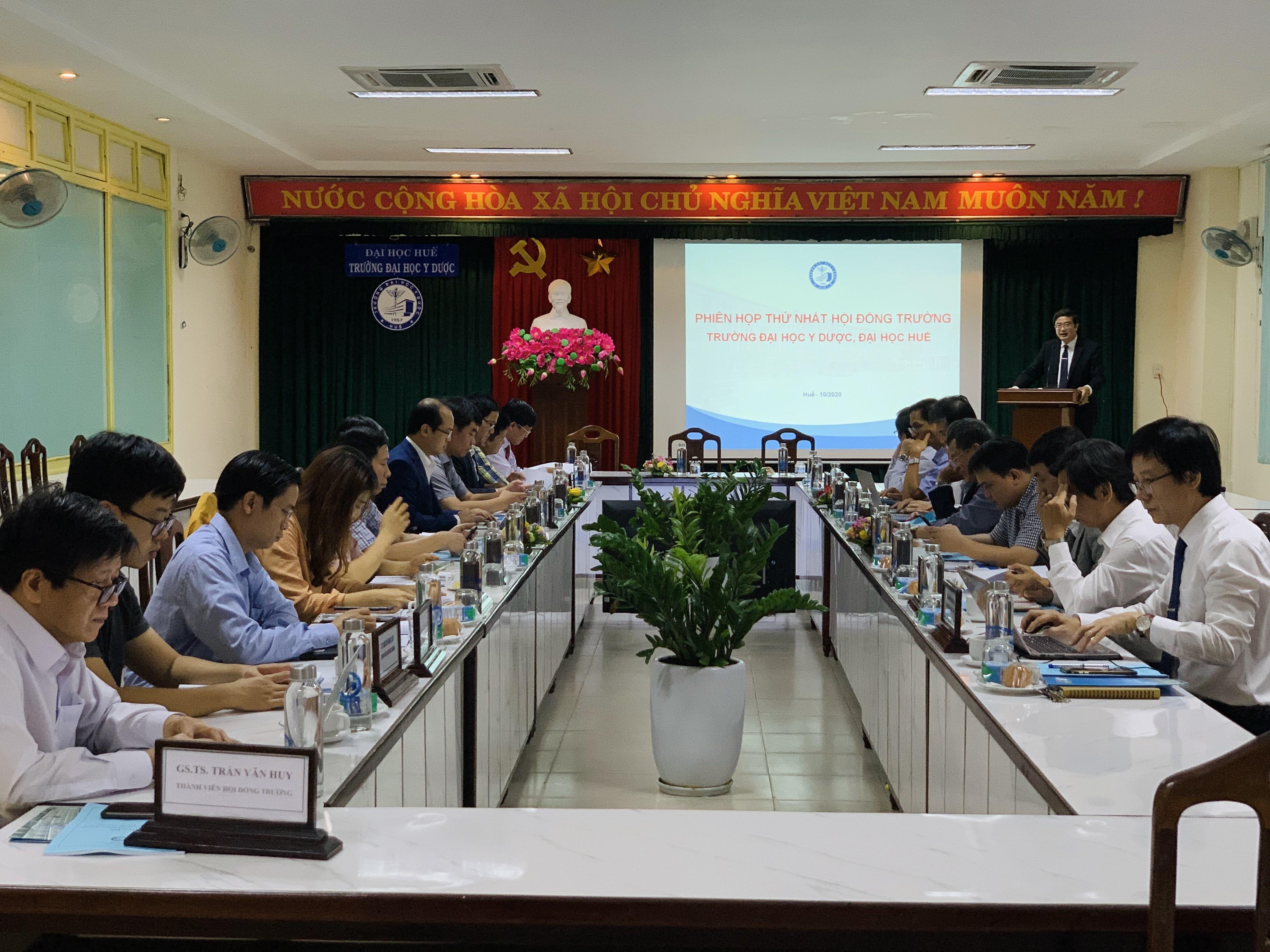 Phiên họp thứ nhất Hội đồng trường Trường Đại học Y Dược Huế nhiệm kỳ 2020-2025.