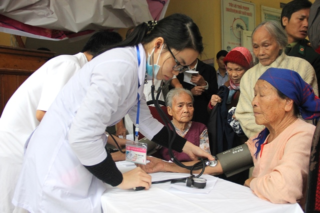 Hội Cựu chiến binh Trường tổ chức khám chữa bệnh cho hội viên Hội CCB và gia đình chính sách của 3 xã thuộc huyện Phú Lộc.
