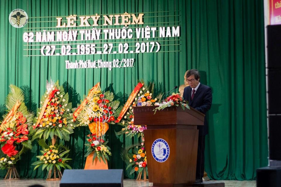 Trường Đại học Y Dược Huế vinh danh Thầy thuốc Nhân dân, Thầy thuốc Ưu tú nhân kỷ niệm 62 năm ngày Thầy thuốc Việt Nam.