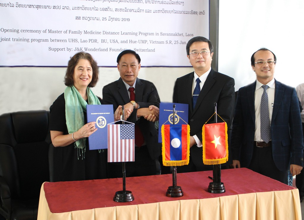 Trường Đại học Y Dược Huế ký thỏa thuận làm tư vấn kỹ thuật cho chương trình đào tạo Y học gia đình tại nước CHDCND Lào