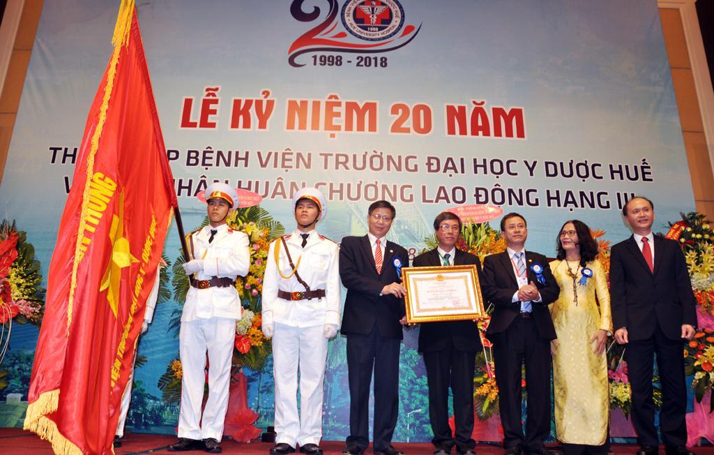 Bệnh viện Trường kỷ niệm 20 năm thành lập và đón nhận Huân chương Lao động hạng Ba