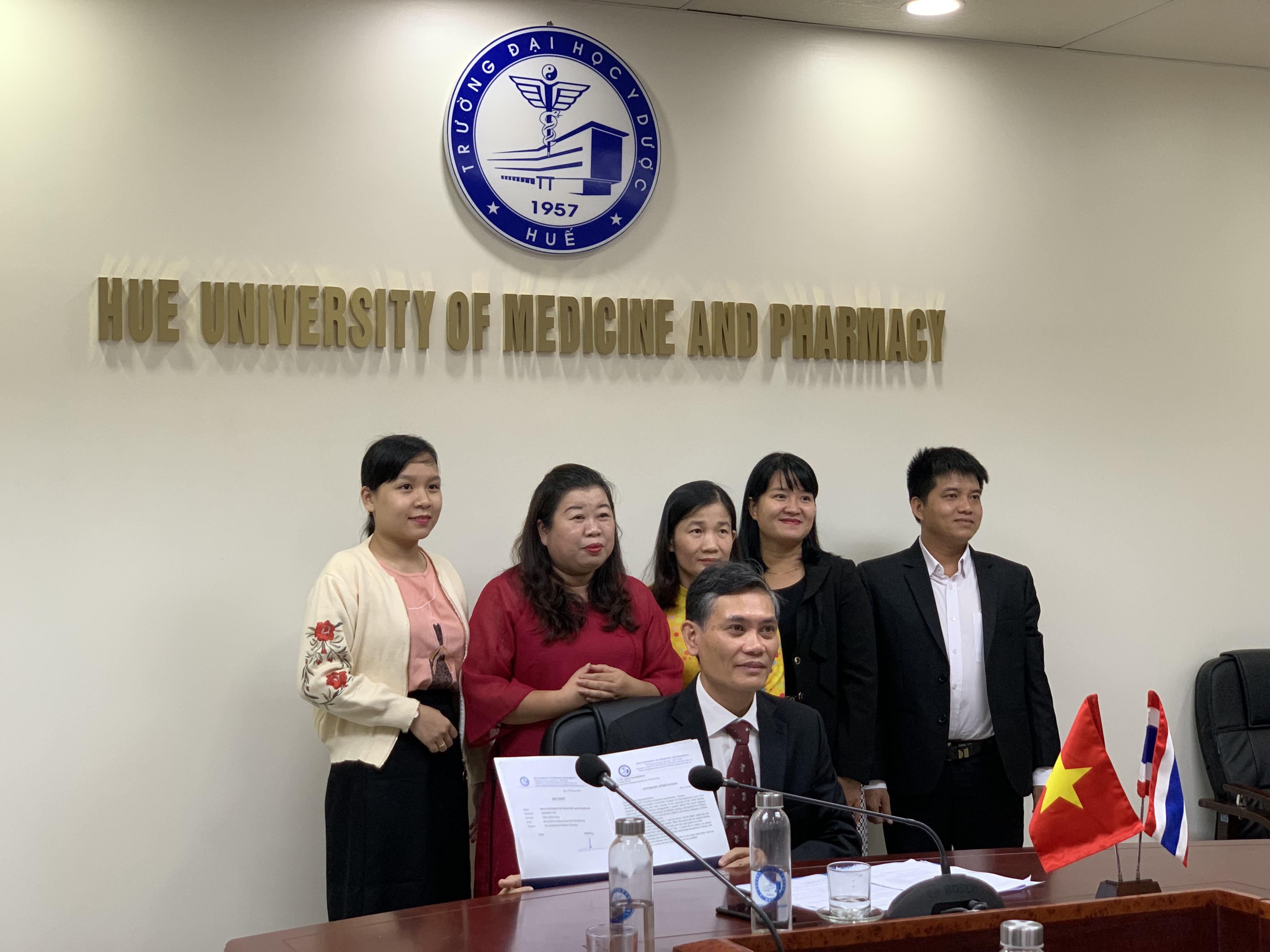 Gặp mặt trực tuyến kỷ niệm ngày Điều dưỡng Thái lan và trao học bổng hoàng gia cho học viên Thạc sỹ điều dưỡng quốc tế
