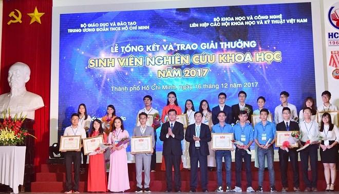 Sinh viên Trường ĐH Y Dược Huế đạt giải Ba tại Lễ trao giải thưởng Sinh viên nghiên cứu khoa học toàn quốc năm 2017