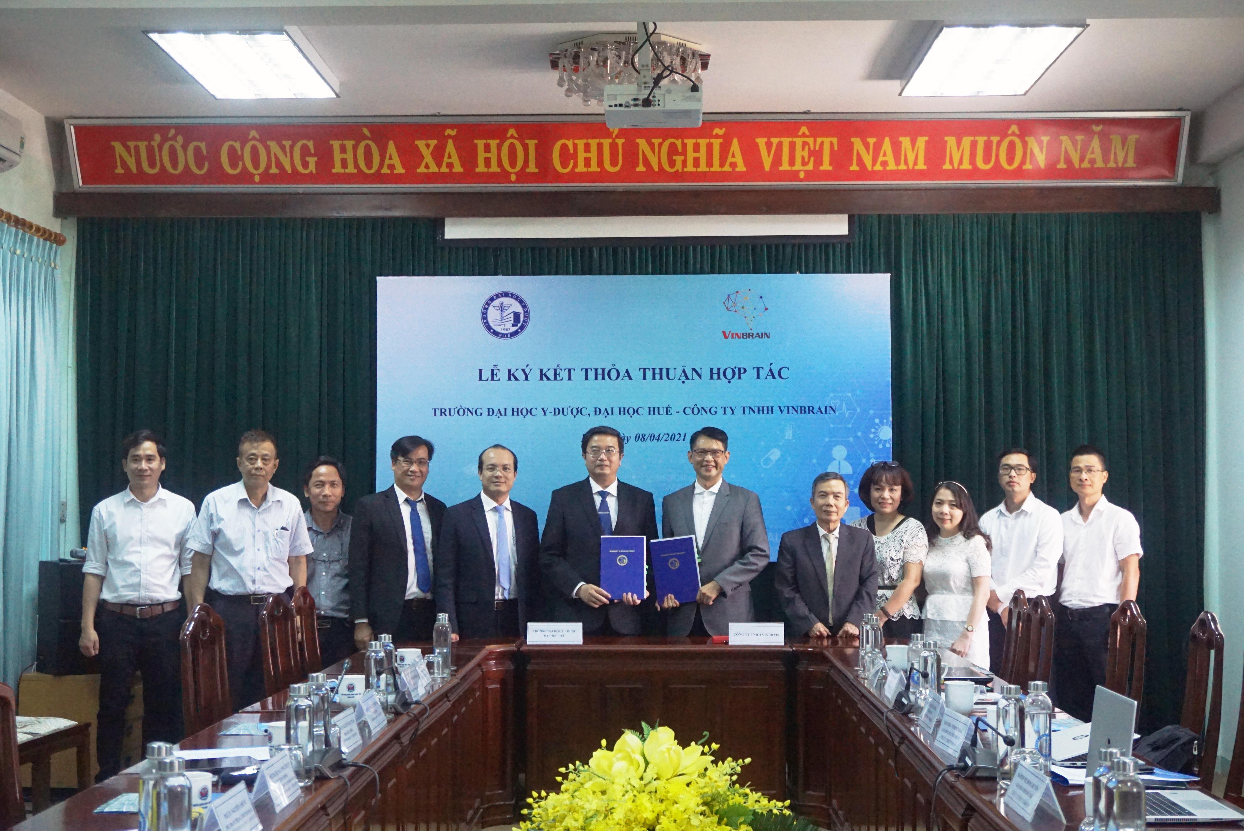 Ký kết thỏa thuận hợp tác với công ty VinBrain về ứng dụng trí tuệ nhân tạo trong khám chữa bệnh.