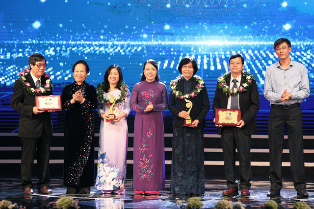 Trường Đại học Y Dược Huế đạt giải Nhất trong lĩnh vực Y Dược - Nhân Tài Đất Việt 2017.