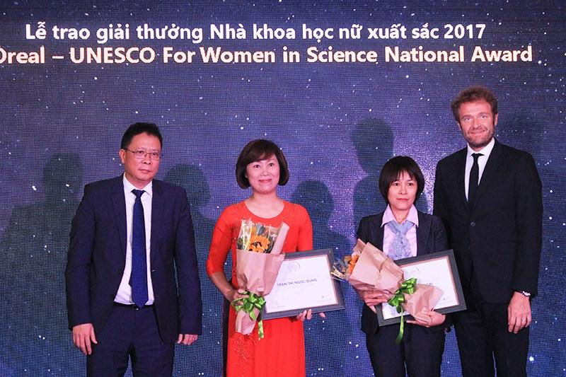 PGS.TS.Nguyễn Thị Hoài, Khoa Dược xuất sắc nhận Giải thưởng L