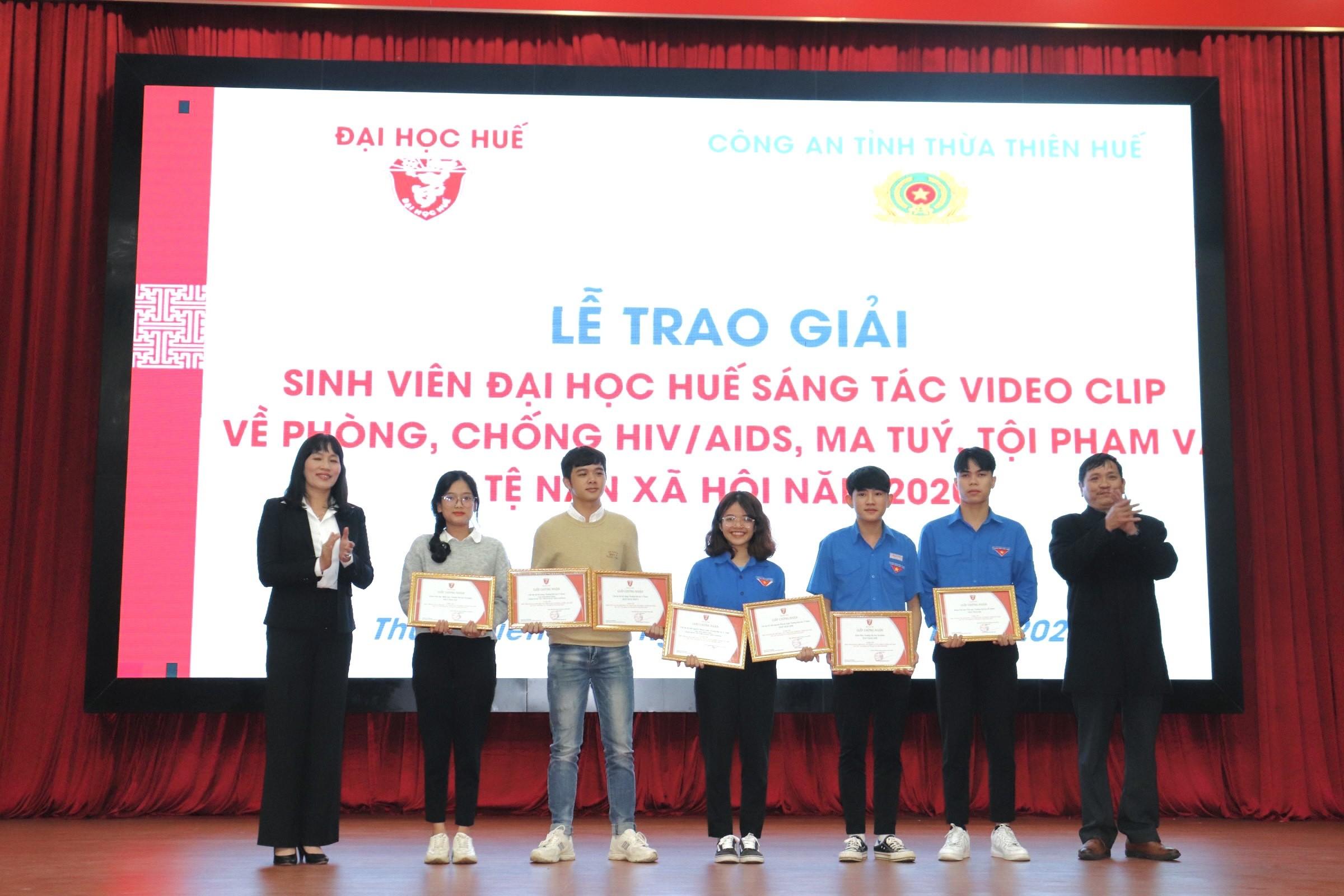 Tuyên dương sinh viên đạt giải thưởng Sao tháng Giêng và danh hiệu sinh viên 5 tốt