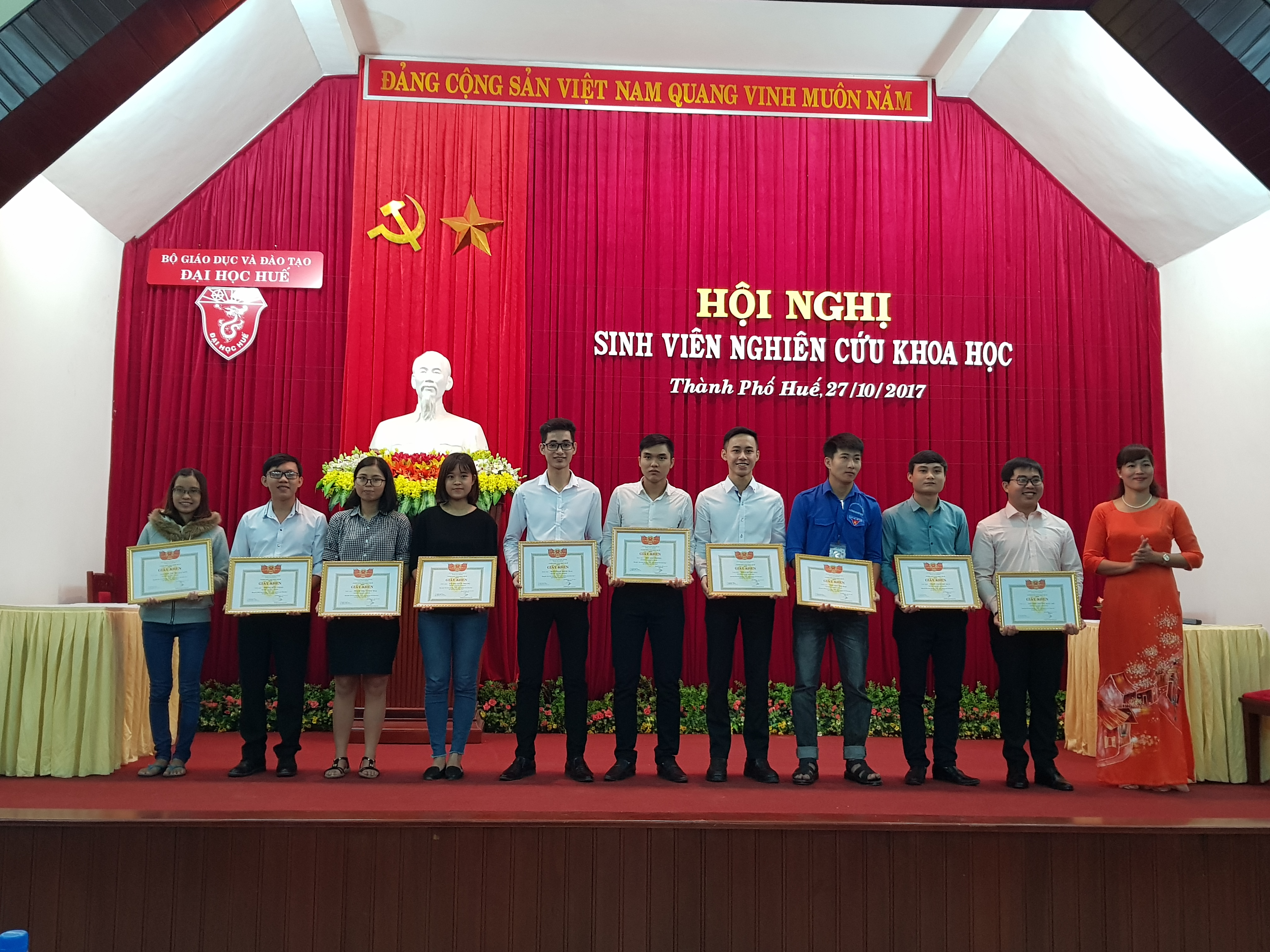 Sinh viên Trường ĐH Y Dược Huế đạt giải Nhất và giải Ba tại Hội nghị sinh viên nghiên cứu khoa học 2017.