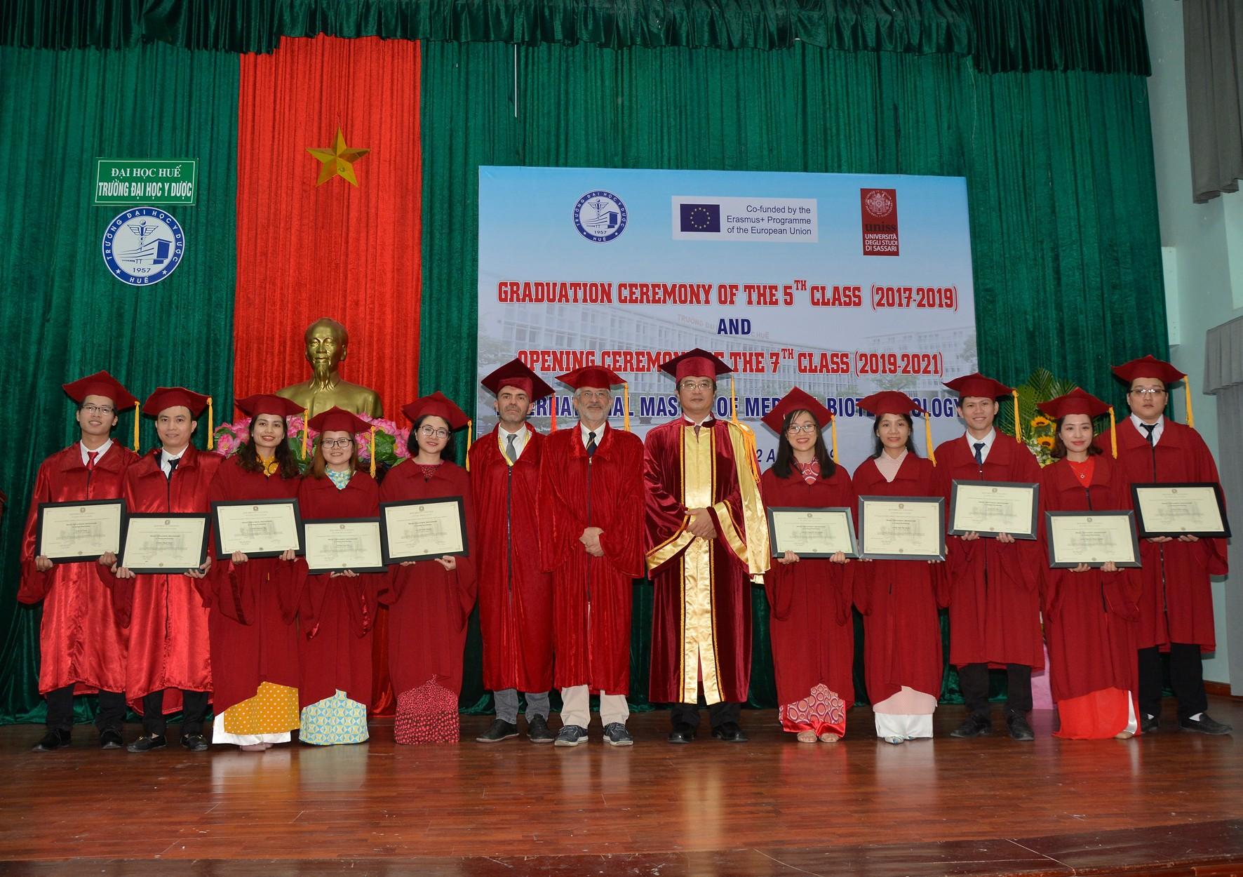 Lễ tốt nghiệp và trao bằng khoá 5 và khai giảng khoá 7 Thạc sĩ Công nghệ Y sinh học liên kết với Đại học Sassari - Ý
