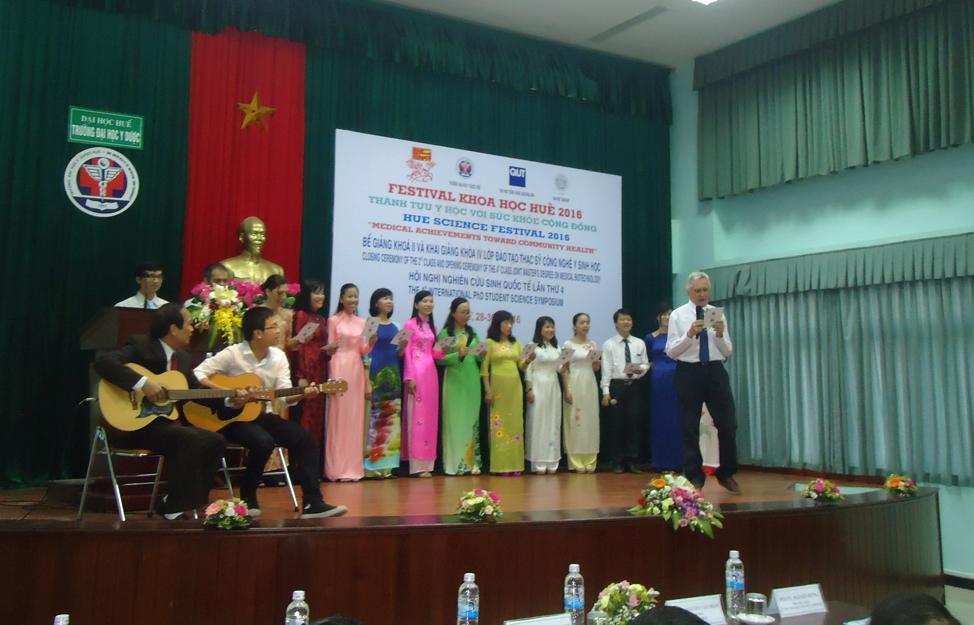 Văn nghệ chào mừng Lễ Khai mạc Festival Khoa học Huế 2016