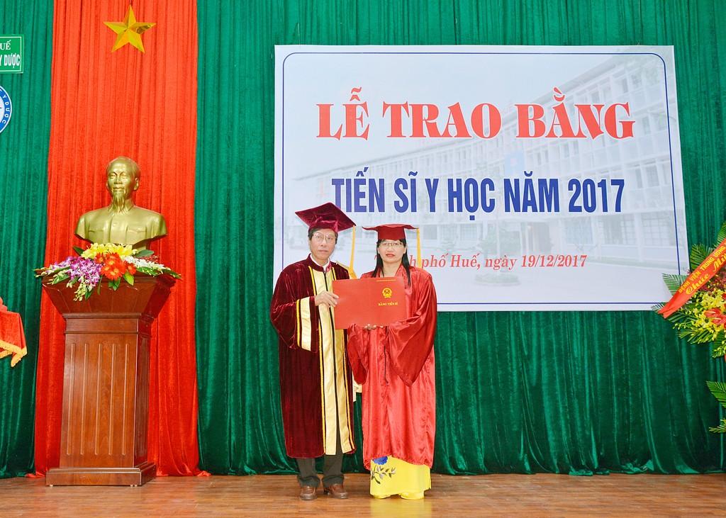 Lễ trao bằng Tiến sĩ Y học và Sau đại học năm 2017.