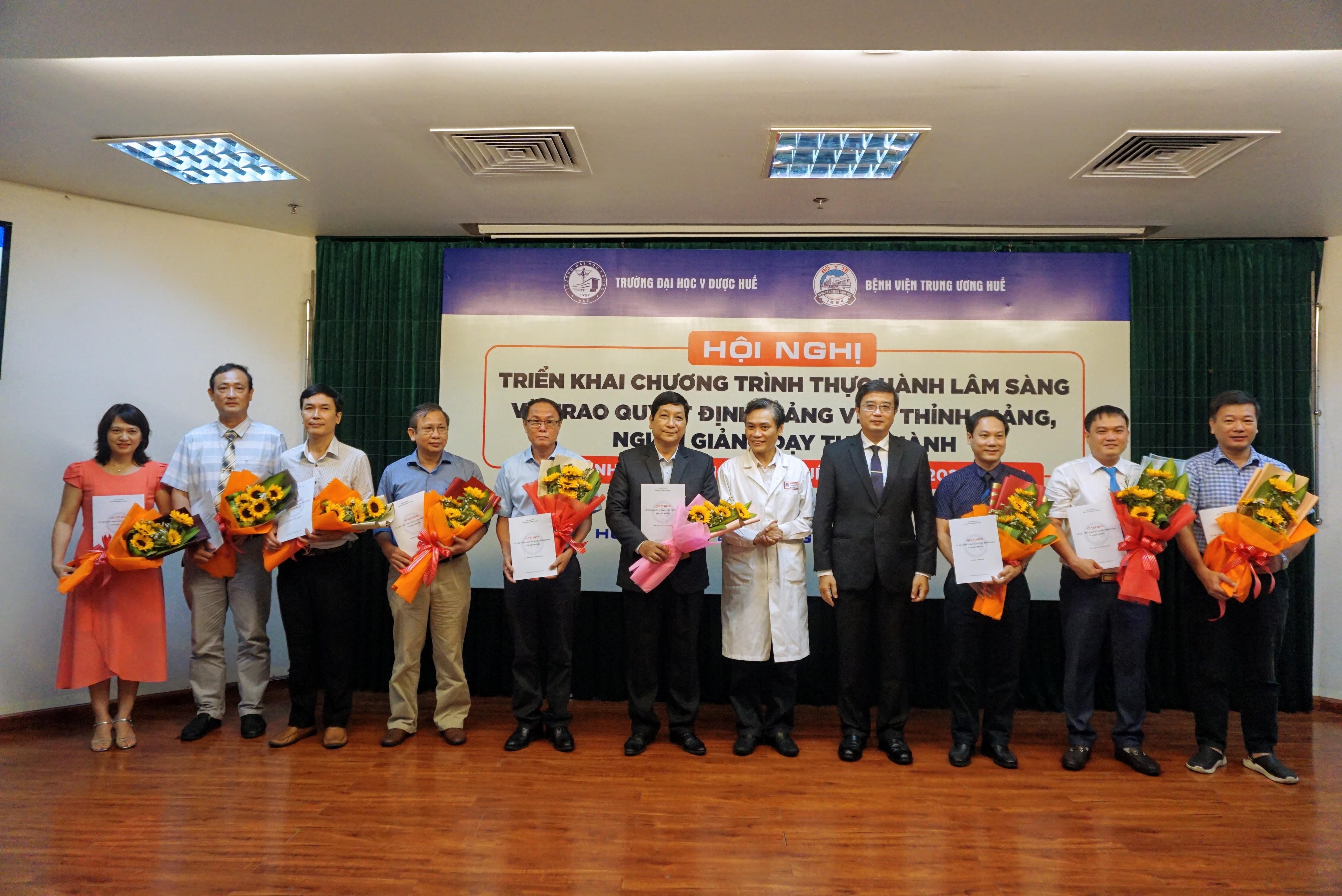 Hội nghị triển khai chương trình thực hành lâm sàng và trao quyết định giảng viên thỉnh giảng, người hướng dẫn thực hành tại Bệnh viện TW Huế