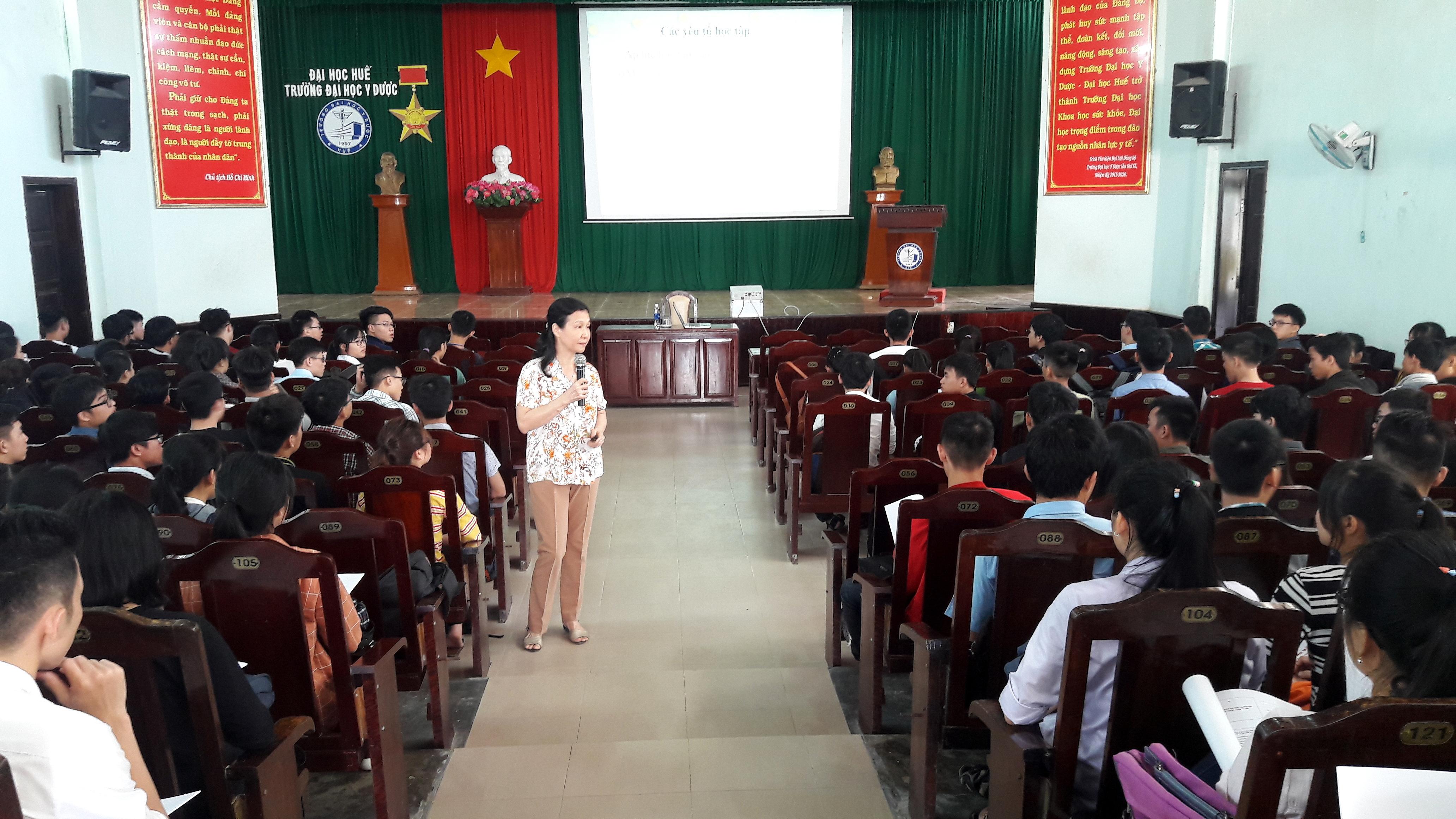 Tư vấn tâm lý, phương pháp học tập và sức khỏe tình dục - giới cho sinh viên năm thứ nhất năm học 2017-2018