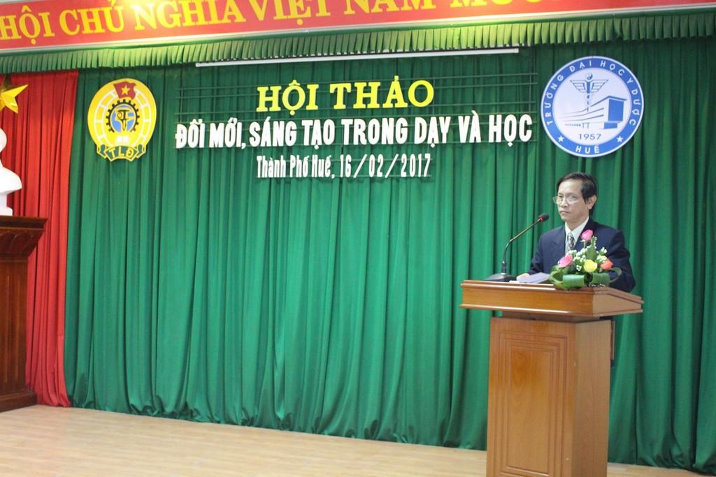 Đ/c Trần Văn Hòa Chủ tịch Công đoàn phát biểu khai mạc Hội thảo
