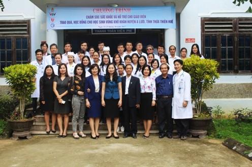 Đoàn công tác khám chữa bệnh cho các thầy cô giáo tại Huyện A lưới