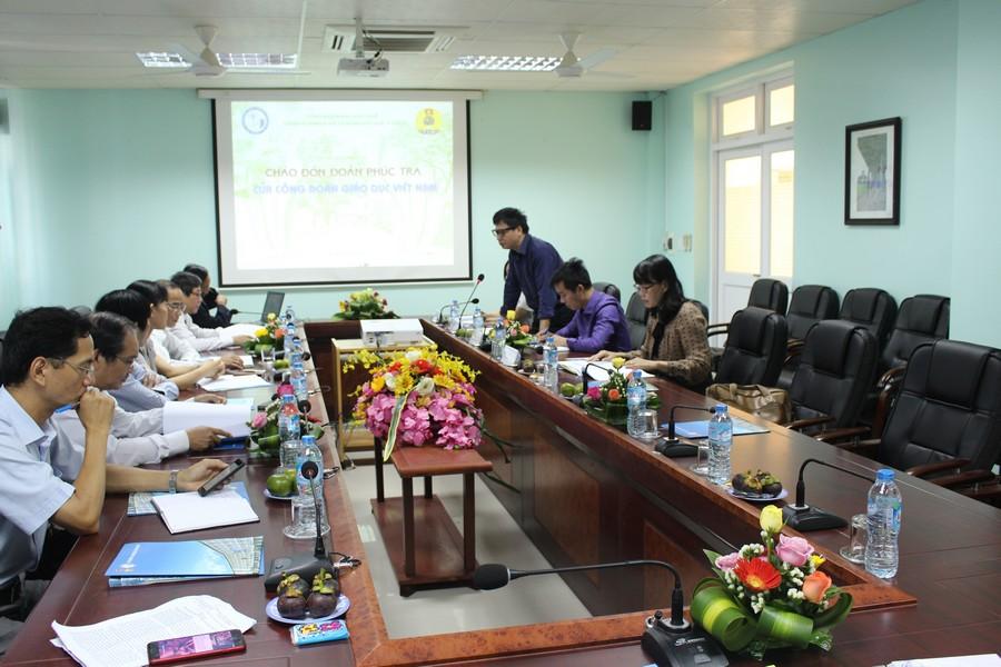 Đồng chí Nguyễn Ngọc Ấn P.chủ tịch CĐGDVN phát biểu