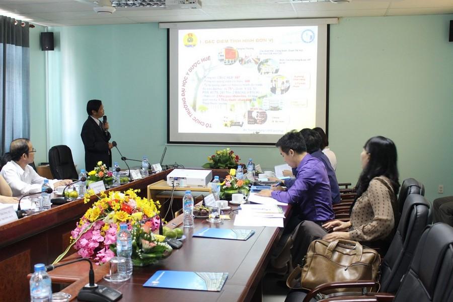 Đồng chí Trần Văn Hòa Chủ tịch CĐTrường báo cáo tổng kết năm học 2016-2017