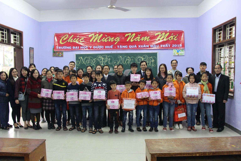 Thăm, tặng quà xuân tại Trung tâm  nuôi dạy trẻ mồ côi tại P.Xuân Phú, Tỉnh TT Huế