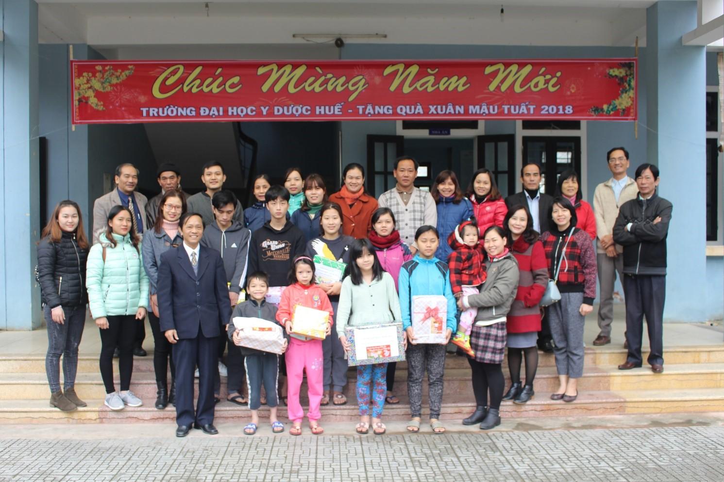 Thăm, tặng quà xuân tại Trung tâm  nuôi dạy trẻ mồ côi tại P.Hương sơ, Tỉnh TT Huế